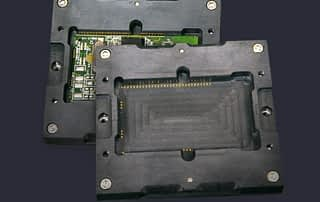 Test sockets for PCB modules with castellated contacts