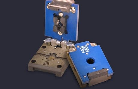 Space saving Burn-in and HAST clamshell test sockets